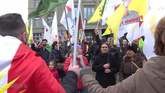 Grossdemonstration gegen türkische Militäroffensive