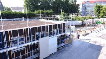 Das neue Gassenzimmer von der Hinterhof Bar aus fotografiert. Dahinter: der Eingang zum Friedhof.