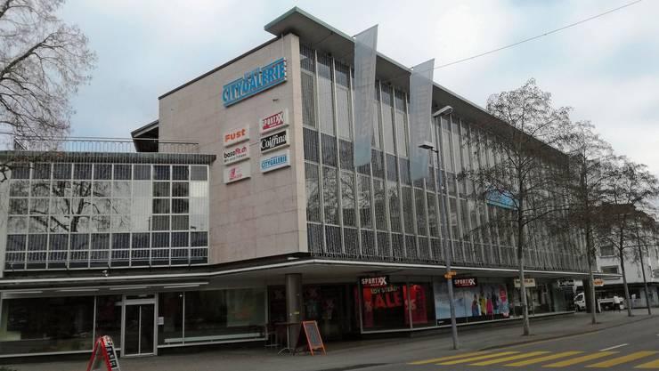 In der Liegenschaft City-Galerie im Stadtzentrum befand sich bis 1996 die Jelmoli-Filiale.