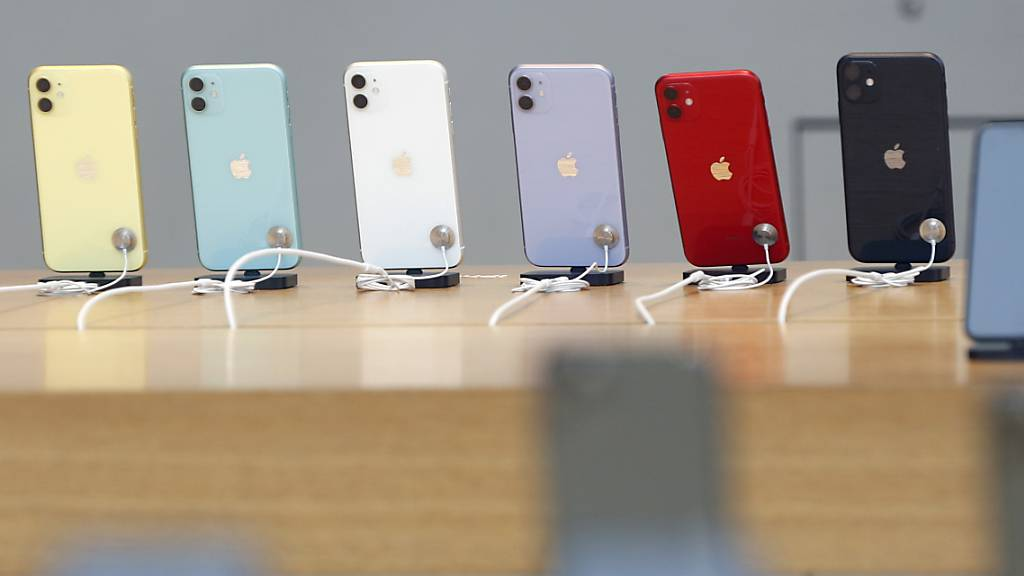 Der Verurteilte liess gefälschte iPhones in verschiedenen Läden gegen echte eintauschen. (Symbolbild)