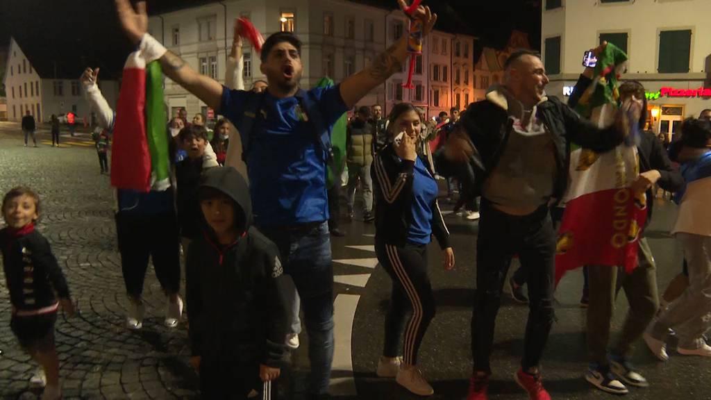 Tanzen, Singen, Feuerwerk: So feierten die Italien-Fans in Aarau