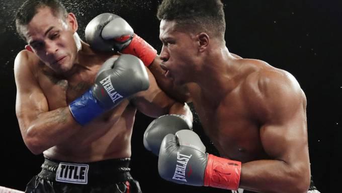 Patrick Day mit den roten Handschuhen während eines Boxkampfes im Oktober 2018 gegen Elvin Ayala