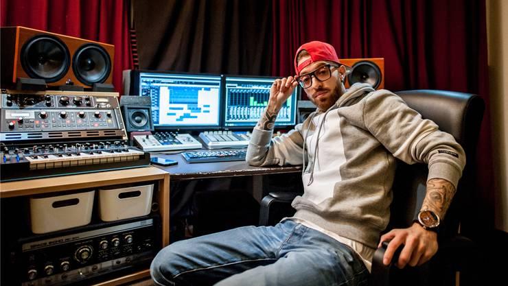«ROB» produziert seine Songs in einem Wettinger Luftschutzkeller, in dem er ein professionelles Studio einrichtete.