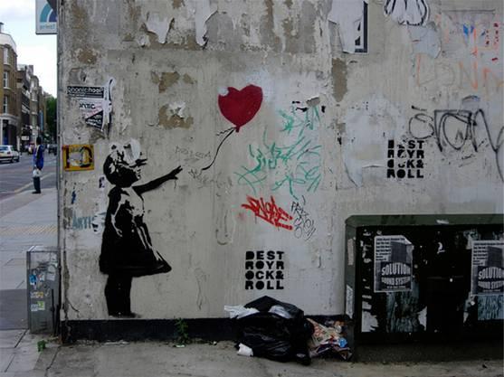 2002 malte Banksy «Das Mädchen mit dem Ballon» auf eine Fassade in London.