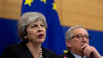 Brexit-Verhandlungen bis zur letzten Minute in Strassburg: die britische Premierministerin Theresa May und EU-Kommissionspräsident Jean-Claude Juncker am Montagabend.