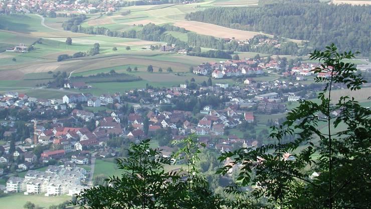Blick von den Lägern auf Ehrendingen, dessen landwirtschaftliche Parzellen umverteilt werden sollen.Archiv/dm