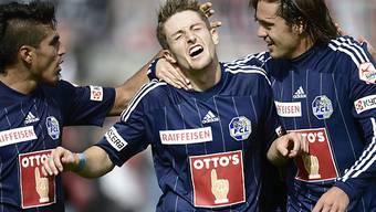 Lezcano (links) und Winter (rechts) feiern 2:0-Torschütze Andrist
