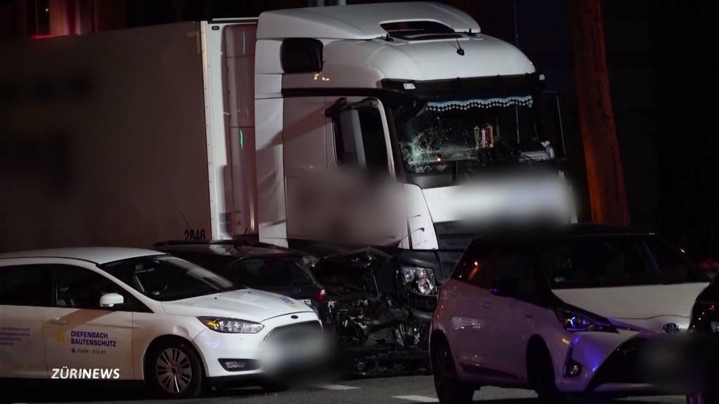 Amokfahrt: Syrer rammt in Limburg mit LKW mehrere Autos