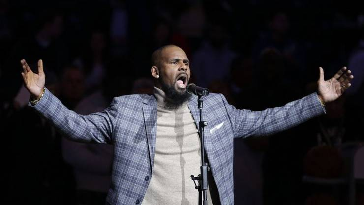 R. Kelly soll 20 Jahre lang Frauen belästigt haben. Deshalb nimmt Spotify seine Songs nicht mehr in Playlisten auf. Ganz aus dem Angebot werden seine Werke aber nicht gestrichen. (Archivbild)