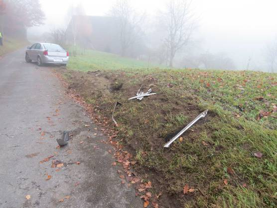 Anwohner fanden das verlassene Fahrzeug ohne Kontrollschilder am Donnerstagmorgen im Gränicher Refental.