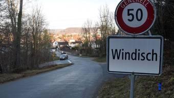 Habsburgstrasse am Ortseingang Windisch: Kommt die Südwestumfahrung Brugg, soll die Habsburgstrasse künftig nicht mehr nach Windisch führen, sondern neu über den Kreisel Unterwerkstrasse zur Aarauerstrasse Brugg.