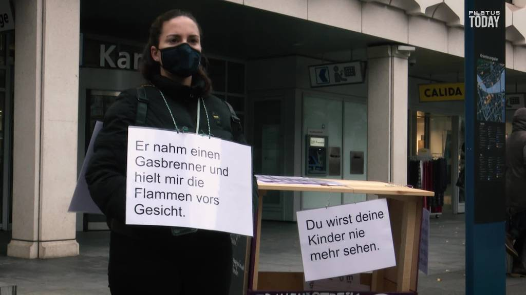 Frauenstreik-Kollektiv demonstriert in Luzern