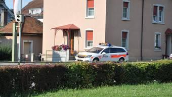 Schuss  vor Mehrfamilienhaus in Pratteln