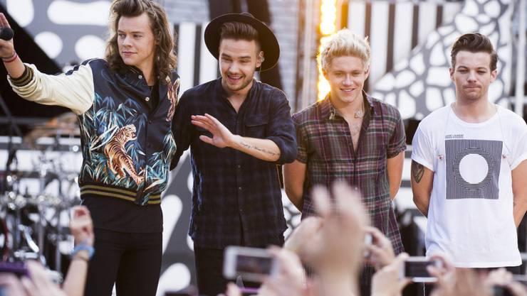 Volksnähe in Ehren: Auf der Autobahn sollen die Fans aber gefälligst den nötigen Abstand halten, flehen die Jungs von One Direction (Archiv)