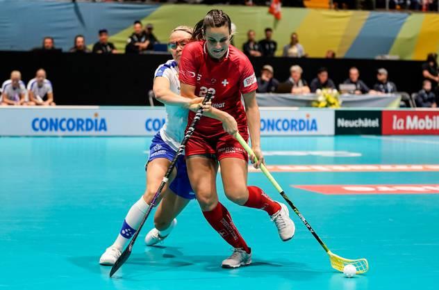 Seraina Ulber (rechts) - hier im Spiel gegen Finnland - ist nicht restlos zufrieden mit dem Viertelfinalspiel gegen Lettland.