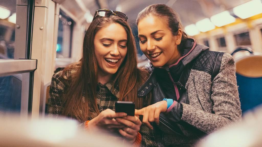 Tinder startet interaktive Serie