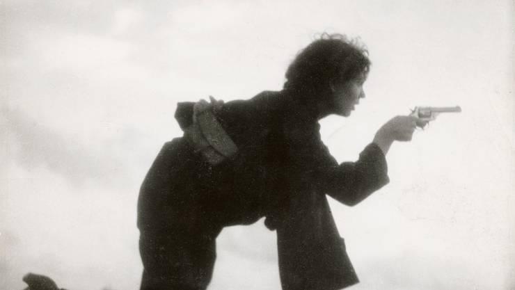 Gerda Taro fotografierte die republikanische Milizionärin bei der Ausbildung am Strand von Barcelona 1936.