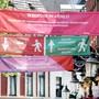 ARCHIV - Banner informieren in der Innenstadt von Venlo über die Einschränkungen. Foto: David Young/dpa