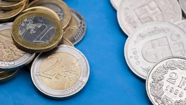 Der Euro verliert gegenüber dem Schweizer Franken an Boden (Symbolbild)