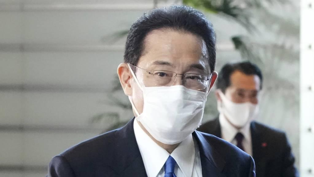 Japans gewählter Premierminister Fumio Kishida kommt in seiner offiziellen Residenz in Tokio an. Kishida wurde in einer Parlamentsabstimmung formell zum neuen japanischen Premierminister gewählt und löste damit Yoshihide Suga ab.