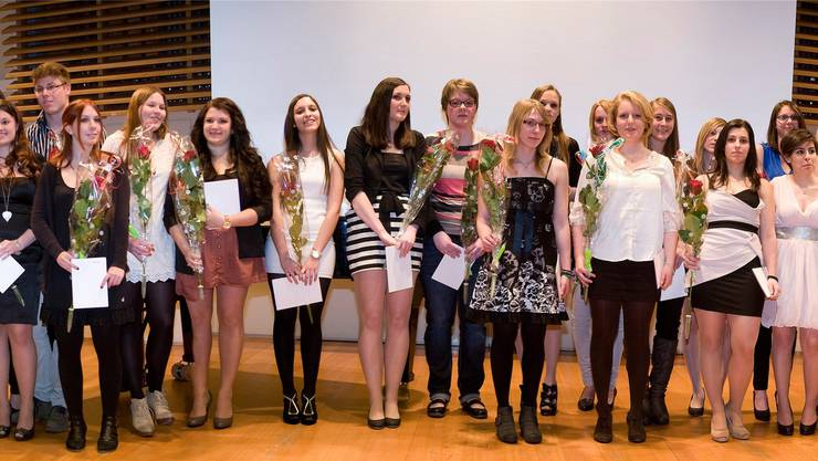 38 Fachmaturandinnen und -maturanden erhielten in der Aula der Kantonsschule Solothurn ihr Zeugnis. Hansjörg Sahli