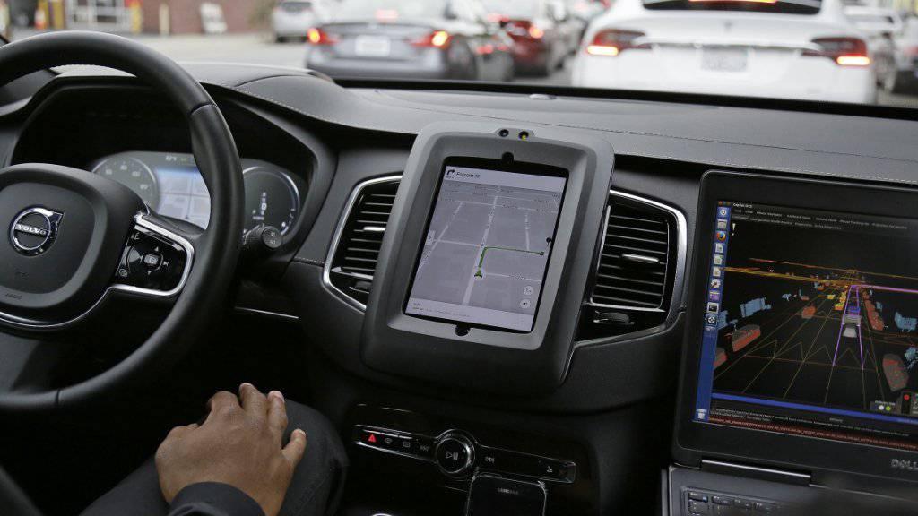 Die selbstfahrenden Autos von Uber sind nach dem Unfall in Arizona wieder auf US-Strassen unterwegs. (Archivbild)