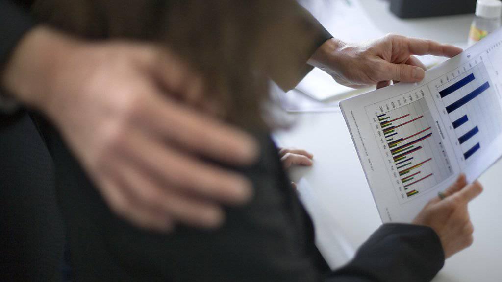 Belästigung und Stress am Arbeitsplatz werden von Arbeitgebern tendenziell als individuelle Probleme angesehen. Oftmals müssten aber die Organisationsstrukturen angepasst werden. (Symbolbild)