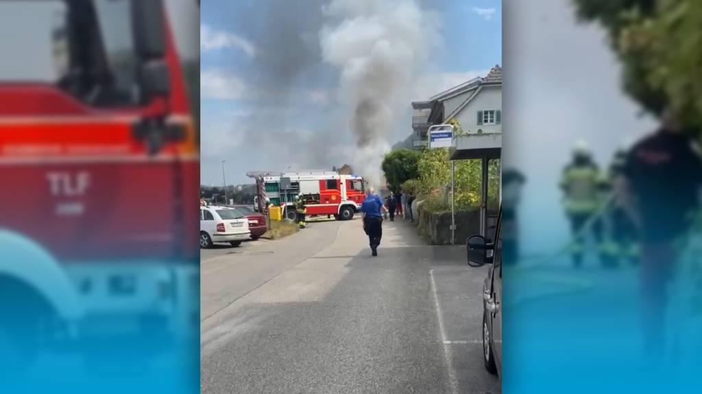 Lieferwagen brannte auf der Hauptstrasse