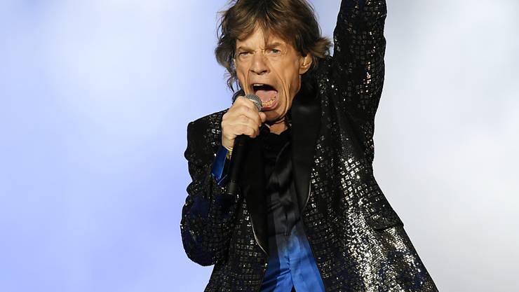 Rolling Stone Mick Jagger hat sechs Wochen nach seinem Aufenthalt im Krankenhaus ein Video gepostet. Darauf ist er tanzend in einem Studio zu sehen. Allerdings ist nicht zu überprüfen, wann das Video aufgenommen wurde. (Archivbild)