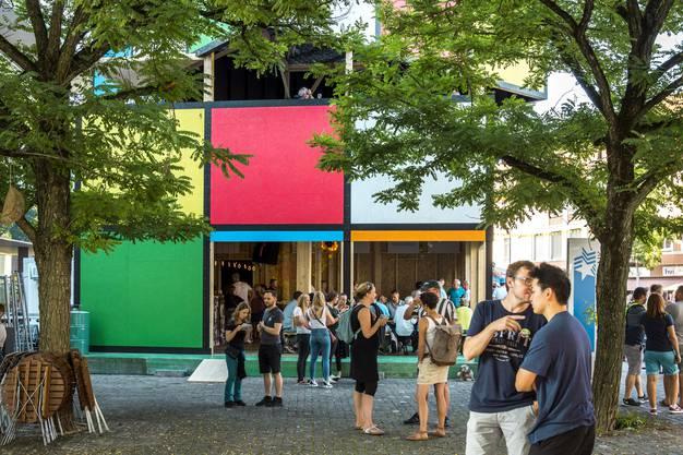 Ein grosser Würfel mitten in der Stadt: das  «Rubik's Cube»