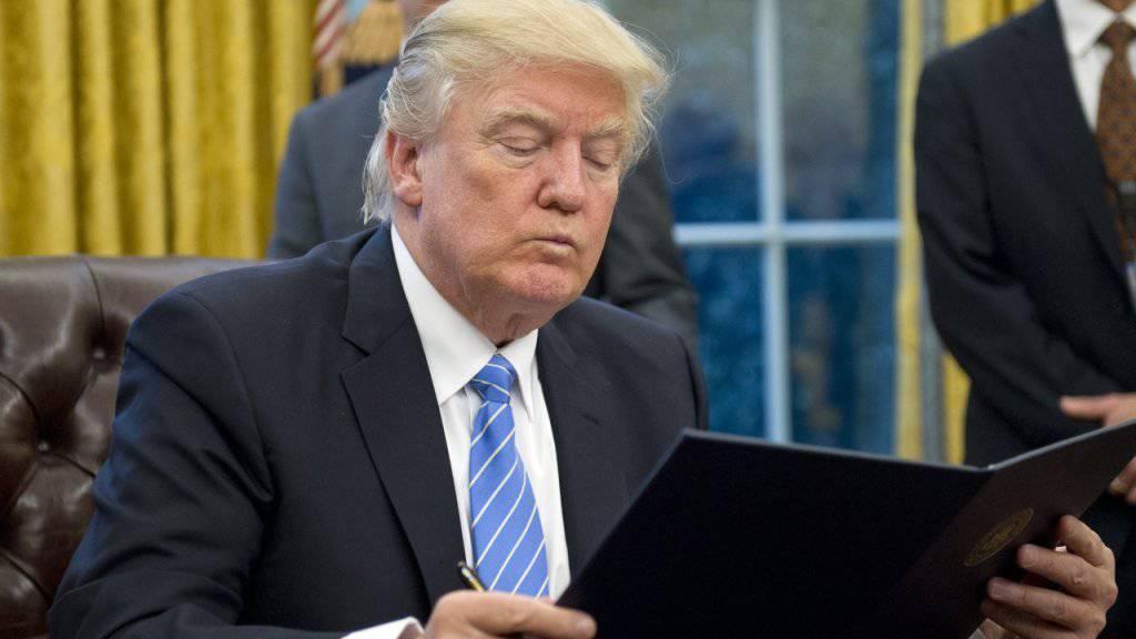 US-Präsident Donald Trump hat erneut ein Dekret unterzeichnet. Diesmal geht es um die Einreise hochqualifizierter Arbeitskräfte. (Archivbild)