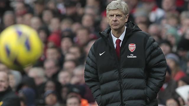 Arsenals Trainer Arsène Wenger mit kritischem Blick.