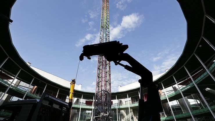 Herbstmesse: Aufbau des Power Tower im Rundhof der Messe Basel.