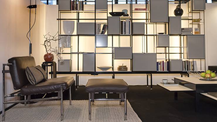 Möbel am Stand von Aeon von Janos Mitschjeta aus Gossau