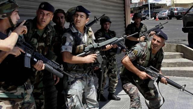 Libanesische Soldaten umzingeln die Anhänger des Scheichs
