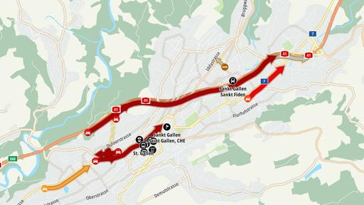 Lieferwagen prallt in Tunnelwand – Stau auf Stadtautobahn