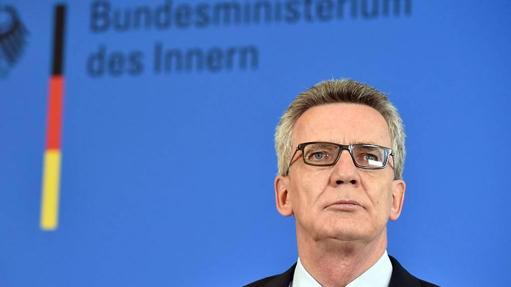 Bundesinnenminister De Mazière geht klar von einem Terroranschlag aus. (Archiv)