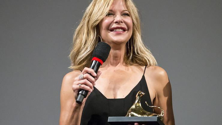 Sichtlich gerührt nahm Hollywood-Star Meg Ryan am Freitagabend beim Filmfestival Locarno den Ehrenpreis entgegen.