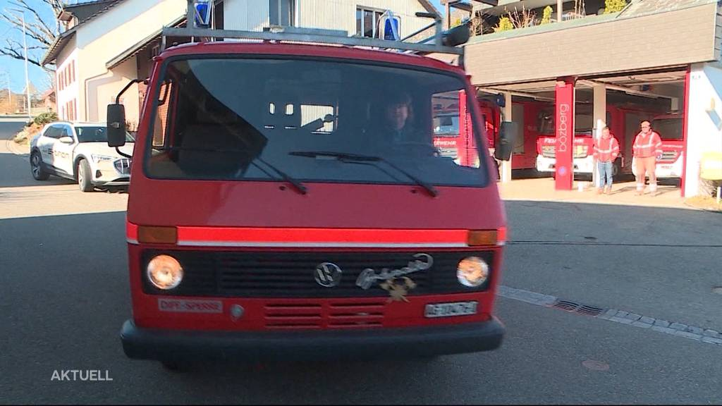 Bözberger Feuerwehrauto für rund 13'000 Franken versteigert