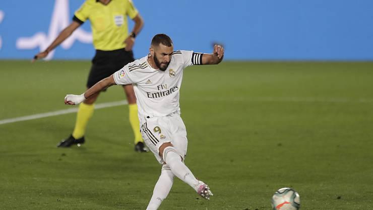 Karim Benzema trifft vom Penaltypunkt