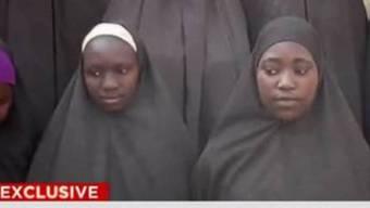 Laut CNN haben drei Mütter die verschleppten Mädchen im Video erkannt.