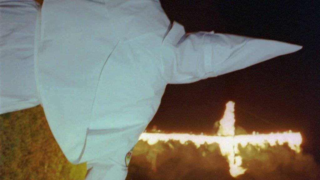 Ein Mitglied des rassistischen Ku-Klux-Klan 1996 in den USA.