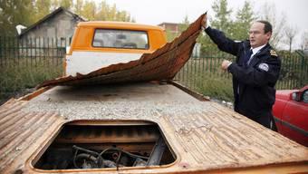 Eine Möglichkeit, um Menschen in ein Land zu schmuggeln: Versteck in einem alten Transporter.
