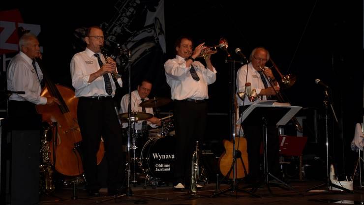 Die Wynavalley Oldtime Jazzband lockte mit ihrer Musik Fans zur Bühne beim Rössli. Melanie Burgener