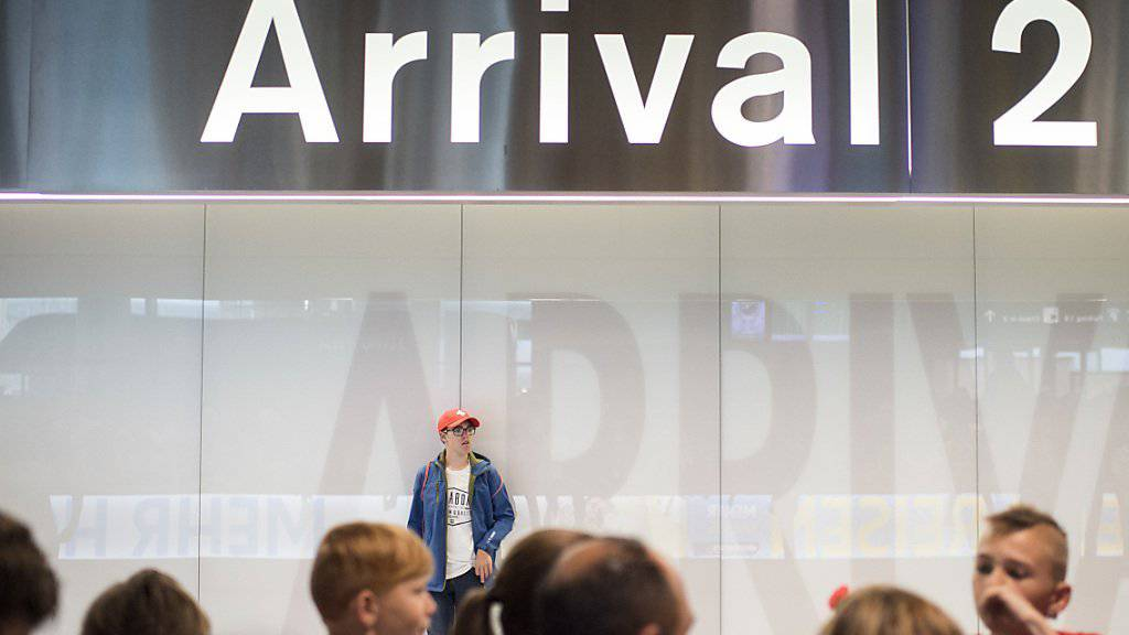Nach der Landung geht es für die Spieler des Schweizer Nationalteams in die Ferien, die Fans warteten vergeblich