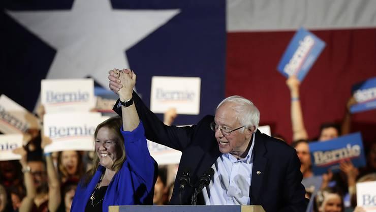 Der linke Präsidentschaftsbewerber Bernie Sanders hat die dritte Vorwahl der Demokraten im US-Bundesstaat Nevada mit grossem Abstand gewonnen. Nach Auszählung von etwa 50 Prozent der Stimmen erzielte Sanders 46,6 Prozent, berichteten US-Medien am Sonntag übereinstimmend. (Archivbild)