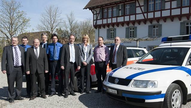 Im Februar 2012 unterschrieben die Gemeindeammänner den Vertrag für die Regionalpolizei Wettingen Limmattal. Foto: Alex Spichale