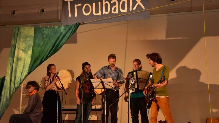 """Als Abschluss des Liedermacherfestes Troubadix wird nocheinmal das Lied """"Natalie"""" gesungen, jedoch in spezieller Variation."""