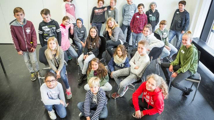 23 Schülerinnern und Schüler sind zu Gast im Newscenter in der Aarauer Telli.