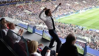 Frankreichs Präsident Emmanuel Macron kann seine Freude nicht verstecken.